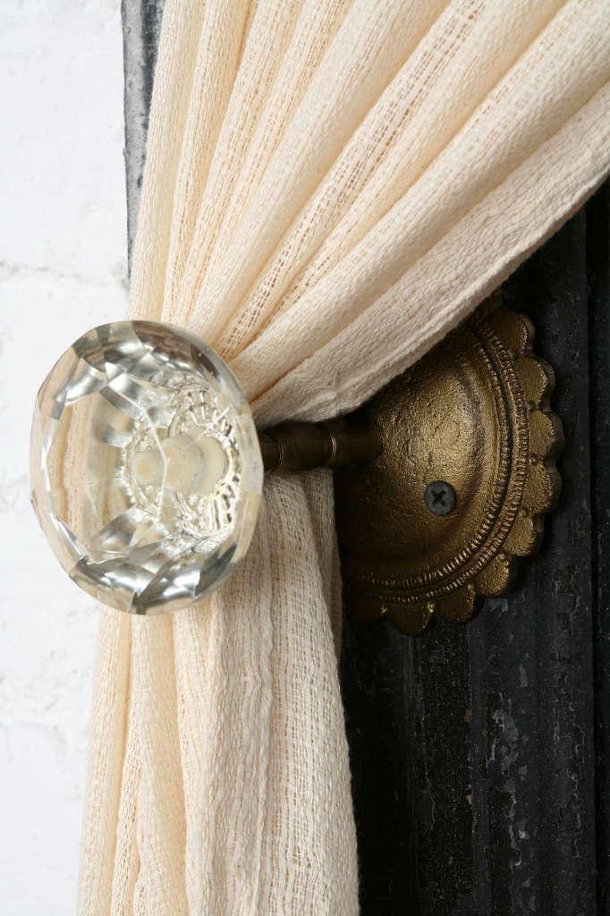 door-knob-curtain-holder