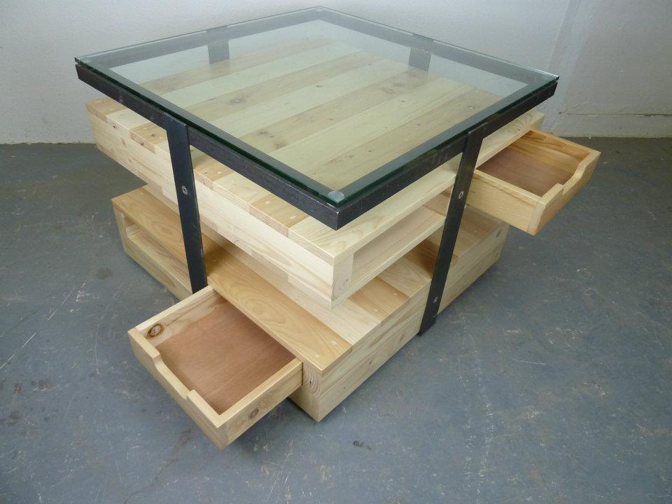 pallet-coffe-table-with-drawers