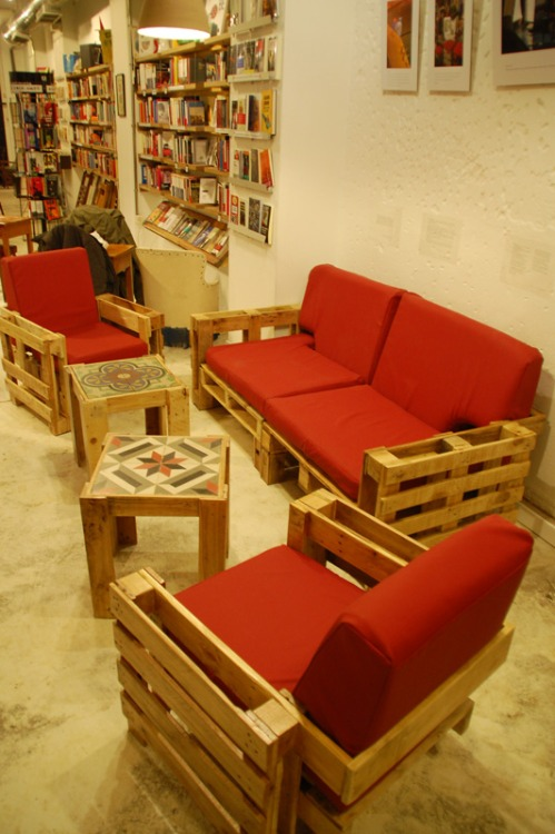 red-living-room-furniture-set-pallet