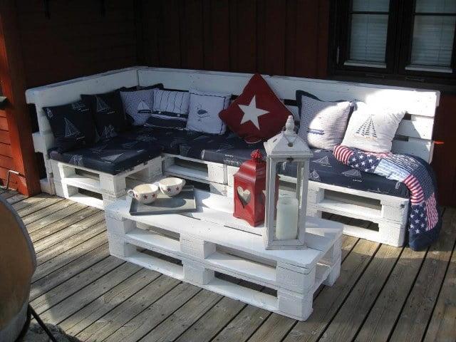 white-yard-furniture-from-pallete