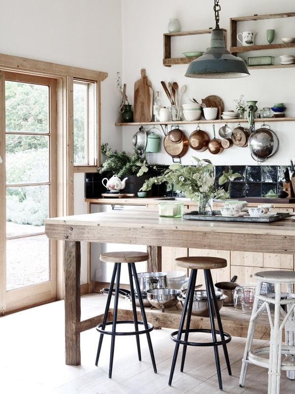 organize-kitchen-using-walls
