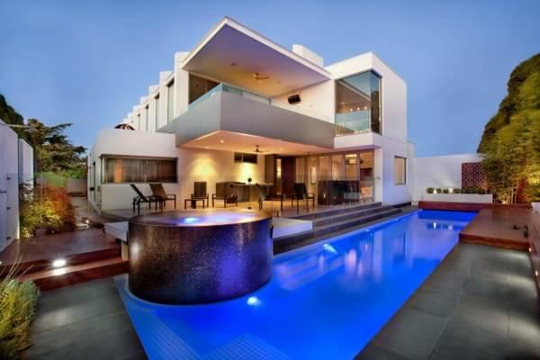 backyard-pool-jacuzi