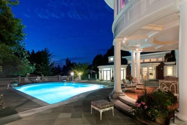 pool-night-collumns