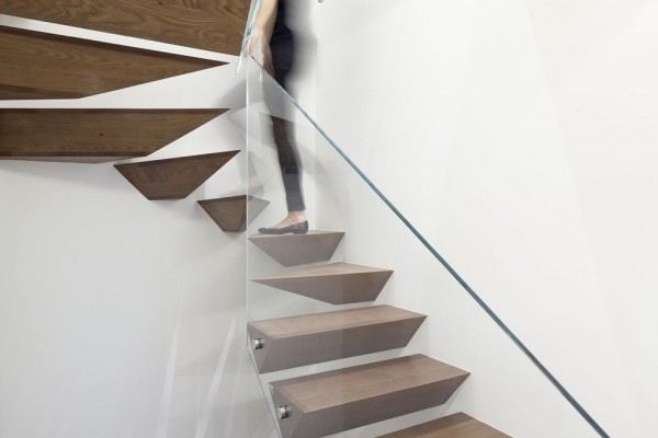 wooden-flowting-modern-stairs