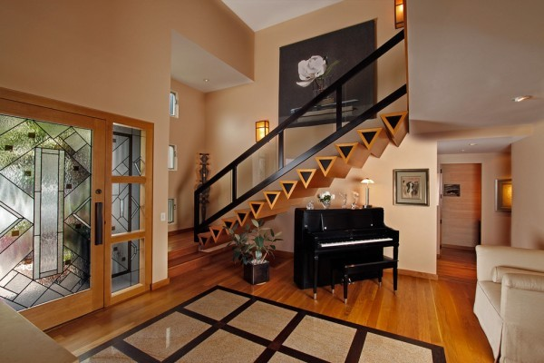 wooden-modern-triangle-stairs